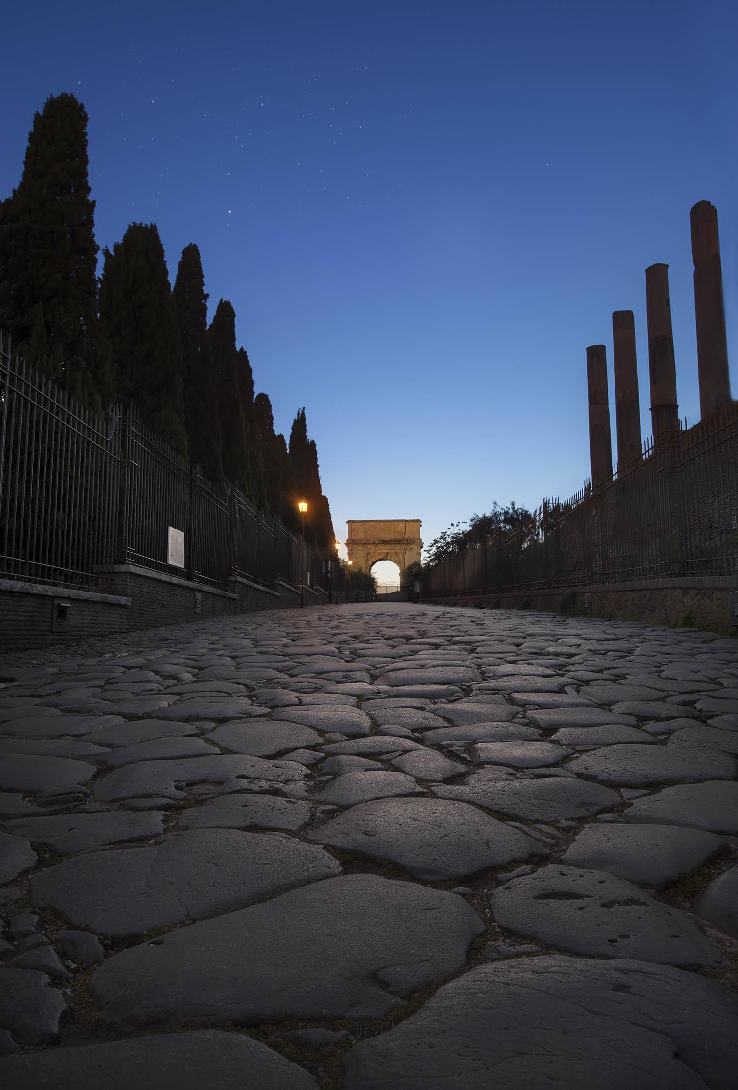 Giuseppe Sapori - Night gate